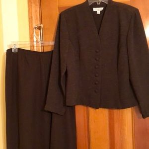 Miss Dorby brown skirt suit